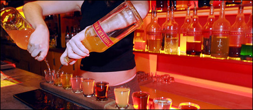 photo bar bistrot barman barmaid alcool open bar